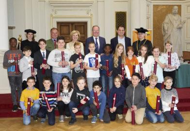 Ihr seid spitze!! Über 100 Kinder holten sich bei der feierlichen Sponsion ihre Diplome ab!!